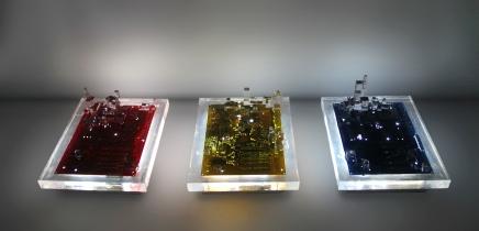 Distopía I,II,III. Resina y componentes electrónicos. 45X35X15cm. 2013