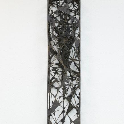 Acotación III, 2015, hierro y epoxi, 130 x 30 x 15 cm