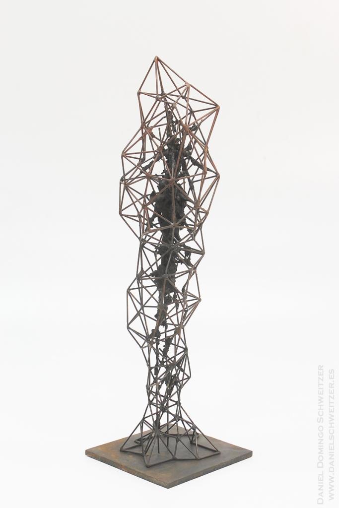 WEB2. Daniel Domingo Schweitzer, Crisalida II, 2016,  hierro y epoxi, 80x24x24cm