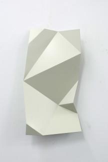 Torciones del espacio (blanco III), 2019, hierro lacado, 30 x 60 cm web