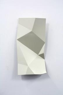 Torciones del espacio (blanco IV), 2019, hierro lacado, 30 x 60 cm web